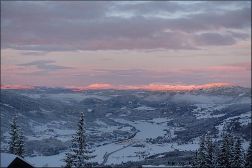 Foto rosa-orangefarbene Bergkuppen im winterlichen Norwegen, Galerie Winter in Norwegen
