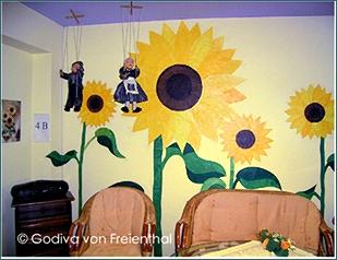 Wand mit Sonnenblumen