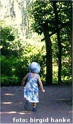 Into Kind im Wald